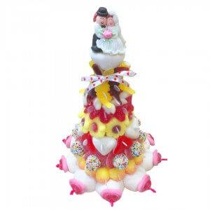 Pyramide en bonbons mini mariés